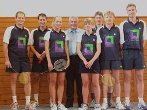 Badmintonmannschaft des VfL Gnzburg in neuem Outfit