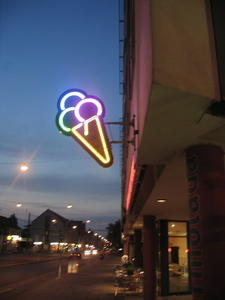 Neon-Eis