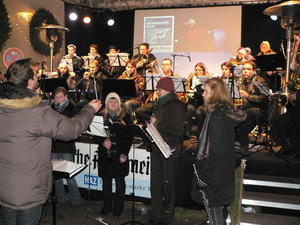 Jugendblasorchester Seelze spielt fr guten Zweck auf dem Weihnachtsmarkt Hannover