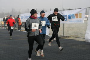 Gersthofer Flitzer trotzen dem Frost - 42. Internationaler Silvesterlauf in Gersthofen am 30.1.2008 - Fotos vom Zieleinlauf beim Hauptlauf II