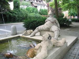 Der Laubebrunnen von Peter Lenk