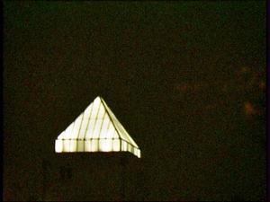 Ludwigshafen - Walzmhle mit der Pyramidenfrmigen Lichtkuppel bei Nacht