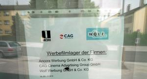 Eichenau ist Zentrum der Kinowerbung: Werbefilm-Lager im Ladengeschft in der Hauptstrae in Eichenau