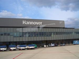 Flughafen Hannover-Langenhagen, Fhrung durch den Flughafen