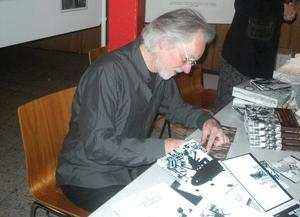 Klaus Voormann am 7. November 2009 in Burgdorf, Johnny B