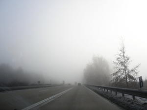 Nebel...eingefangen durch die Autoscheibe