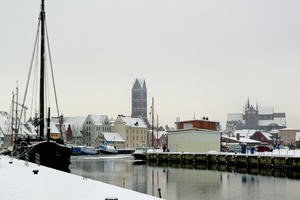 Alter Hafen in winterlichem Outfit