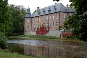 Schloss Dyck: Ein Wasserschloss mit vollem Terminkalender.