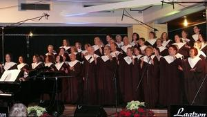 Laatzen Gospel Singers singen in St. Bernward in Hannover-Dhren