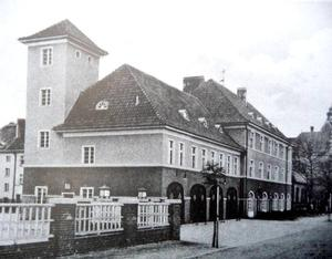 Nowaweser Feuerwacher in der Anhaltstr. im Jahr 1931
