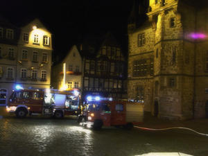 Nchtlicher Feuerwehreinsatz in Marburger Altstadt