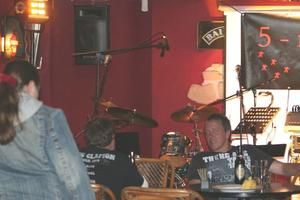 VIA CLAUDIA LIVE-Music Night am 2.Oktober: 5 man jam sorgen für beste Stimmung im Ambiente!!