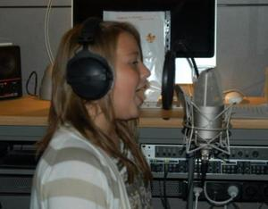 Alicia im Tonstudio