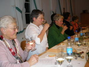 Geselliges Weinseminar im Haus St. Wolfgang