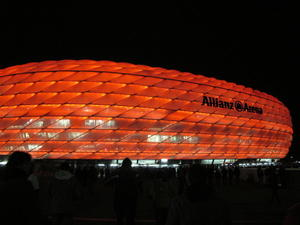 Die Allianz Arena bei Nacht