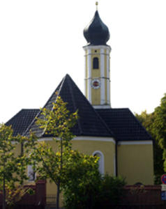 Kirche im Dorf und Eulen nach Athen