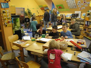 Tag der offenen Tr 2010 in der Montessori Weltkinderschule Gnzburg - Firmen spenden fr Aufzug