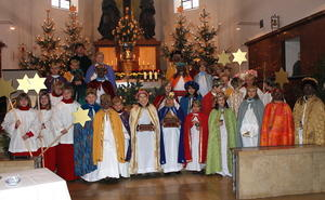 Meitinger Sternsinger trotz Glatteis unterwegs.