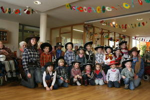Cowboys 'berfallen' das St.-Martha-Heim