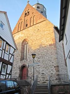 Haupteingang der Kirche in Schweinsberg