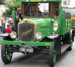 Keine Pferde mehr, dafr einen Oldtimerlaster aus dem Jahre 1927, ein Magirus beim Kirschenmarktsfestzug 2011