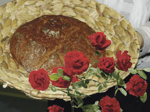 Brot und Rosen- ist besser als Zuckerbrot und Peitsche...