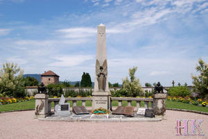 Frankreich, Bergheim im Elsa, Soldatenfriedhof und Denkmal