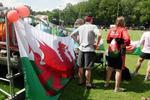 Auf der Flagge von Wales ist ein roter Drache (englisch The Red Dragon; walisisch Y Ddraig Goch, /Y raig gox/) auf einem grn-weien Feld zu sehen.