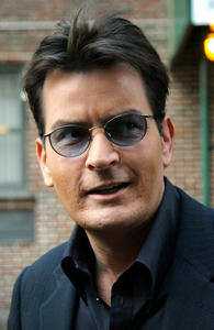 Charlie Sheen  er hat Two and a Half Men erfolgreich gemacht, er will es auch zu Ende bringen!