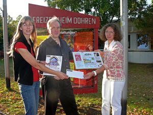 Amateurtheater spendiert 100 Euro für Döhrener Mütterzentrum