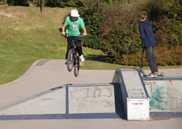 Skatepark Knigsbrunn - Bike-Action. Johannes Frisch (9) zeigt, wie es gemacht wird. Starke Demo!