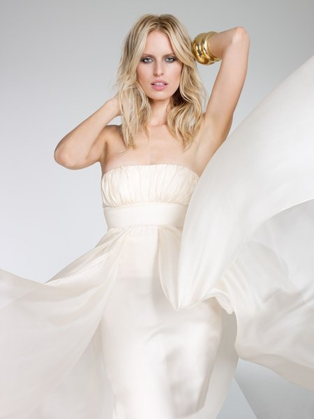Karolina Kurkova in Wei (Foto: VOX / Lado Alexi)