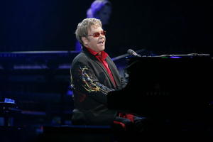 Elton John wird am kommenden Sonntag 65 Jahre- Im Juli kommt er nach Ulm- Noch gibt es Tickets-Tournee mit ausgewhlten Orten
