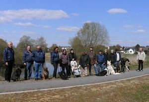 Hundeschule des IRV Gruppe 53 in Rethen zu Ostern in der Leinemasch
