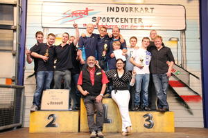 Auto-Kart-Cup 2012 auf der Speed-Indoorkartbahn: faires Rennen der Kfz-Spezialisten