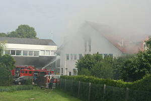 Feuer!!! - Brand in einem Wohn- und Geschftshaus in Gladenbach-Weidenhausen lsst zur Stunde noch die Anwohner nach Atemluft ringen