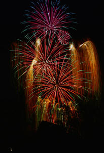 3TM - Hhenfeuerwerk auf dem Marburger Landgrafenschlo am 06.07.2012 - 23:00 Uhr --- Foto aufgenommen vom Lahnufer/Trojedamm aus