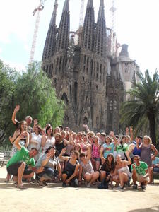 Gruppenbild vor dem Temple de la Sagrada Familia (Kirche der Heiligen Familie), dem Hauptwerk von Antoni Gaudi