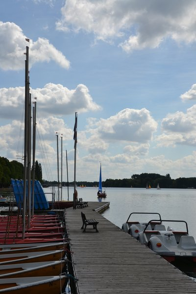Auf dem Maschsee parken auch flippige Tretboote ein.