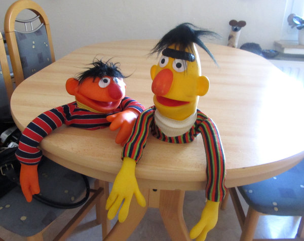 ernie und bert sesamstra e menden. Black Bedroom Furniture Sets. Home Design Ideas