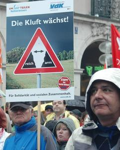 Demo am Stachus: 'Um-FAIR-Teilen'