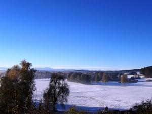 Winterlandschaft mit Blick auf die Alpen, aufgenommen am 31.10.2012.