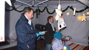 Christoph Dreyer bei der Arbeit auf dem Weihnachtsmarkt