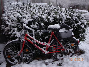 Fahrrad unter Schnee