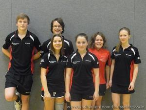 Badmintonteam Heesseler SV: U19 J1 mit guten Leistungen , einem Sieg und einem lauten Auto mit Coach Peter unterwegs..