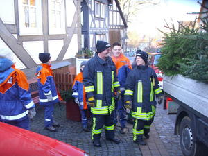 Jugendfeuerwehr Ebsdorfergrund: Zum Jahresbeginn werden die Weihnachtsbume gesammelt