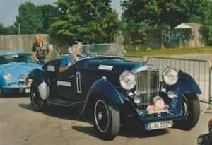Oldtimer auf historischer Rallye im Donau - Ries