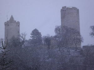 Schneesturm um Burg Saaleck