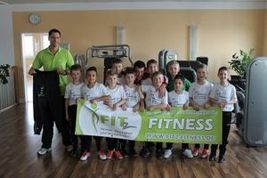 Die F4 des FC Knigsbrunn bedankt sich bei FITz Fitness Studio fr die Ergnzung der Sportausrstung