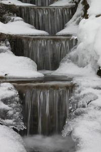 Wassertreppe im Winter